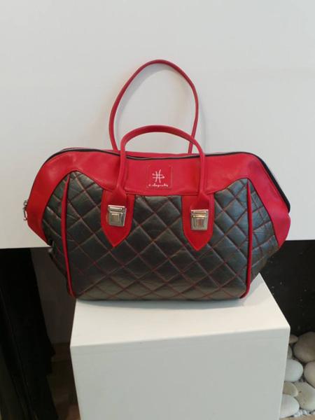 sac à main rouge et noir matelassé
