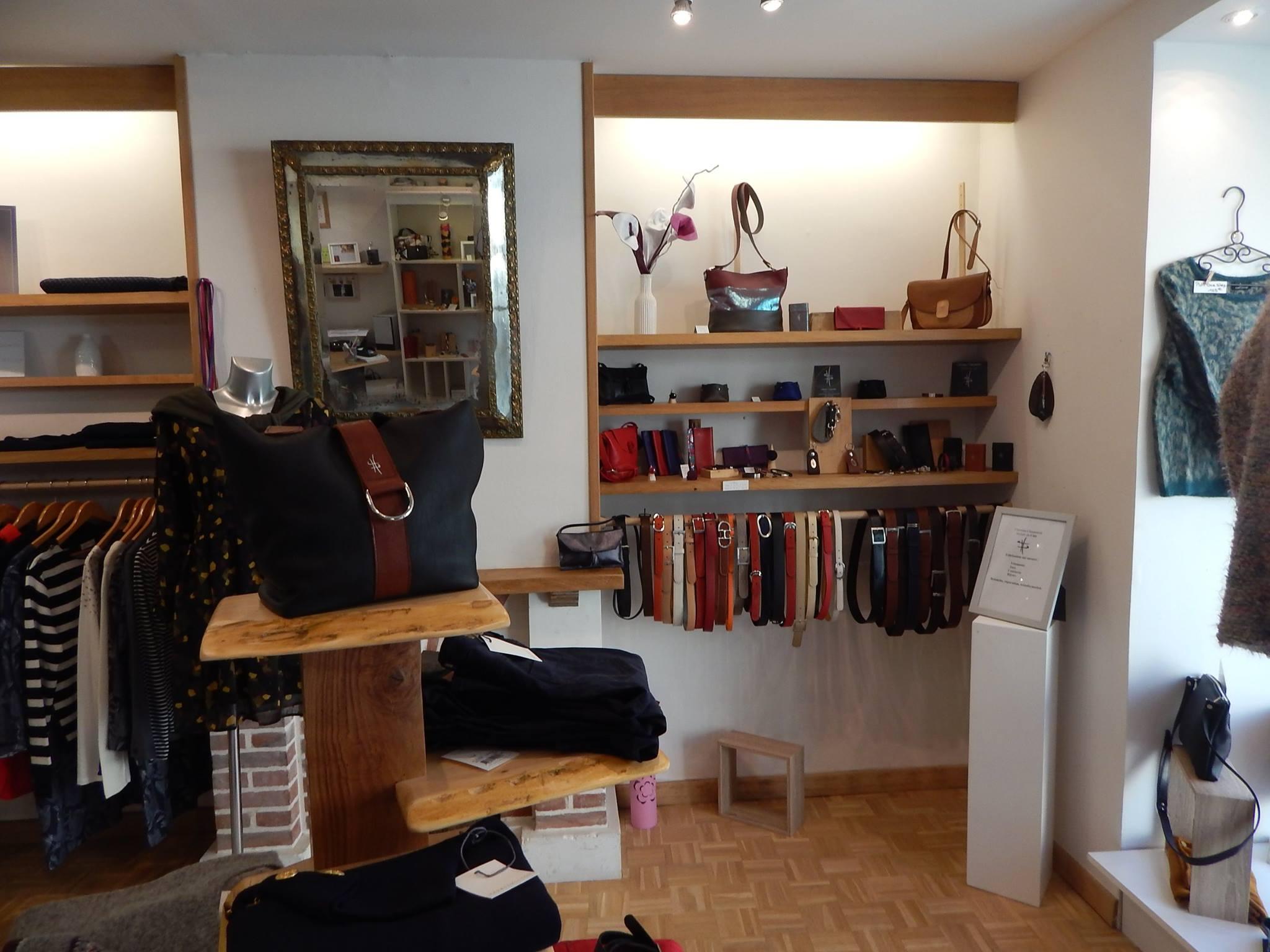 Interieur boutique CUIR et HISTOIRE 2